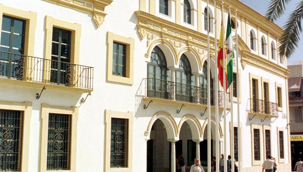 Fachada del Ayuntamiento de Dos Hermanas