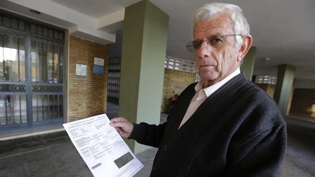 José Rodríguez muestra la cita del SAS a la que deberá acudir el 4 de abril de 2018