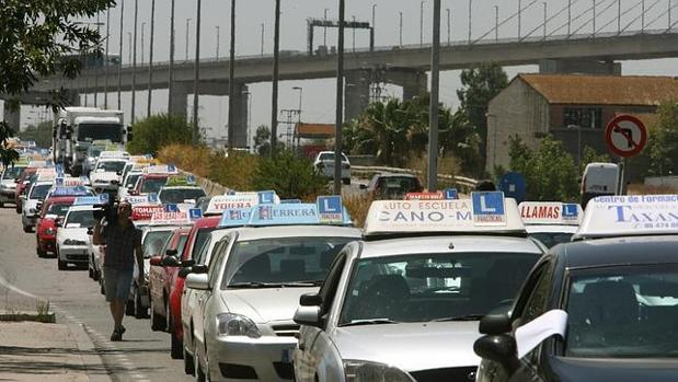 Aplazada la protesta de las autoescuelas sevillanas - Jefatura provincial de trafico madrid ...