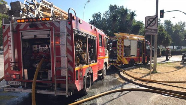 Dos camiones de bomberos han participado en la extinción del incendio