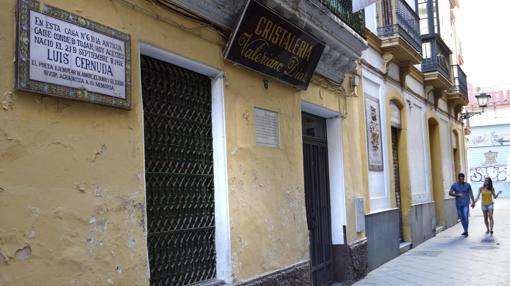 Fachada de la casa natal de Luis Cernuda, situada en la calle Acetres