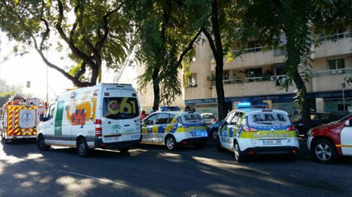 Efectivos de bomberos, emergencias sanitarias y Policía Local en el incendio