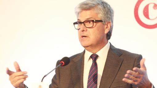 Javier Landa, delegado especial del Gobierno para la Zona Franca, durante la conferencia