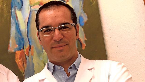 Luis de la Cruz, oncólogo del hospital Virgen Macarena