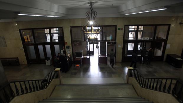 Las obras de reforma de los juzgados de sevilla se retrasan for Juzgados viapol sevilla