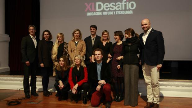 Participantes y representantes de la organización del foro