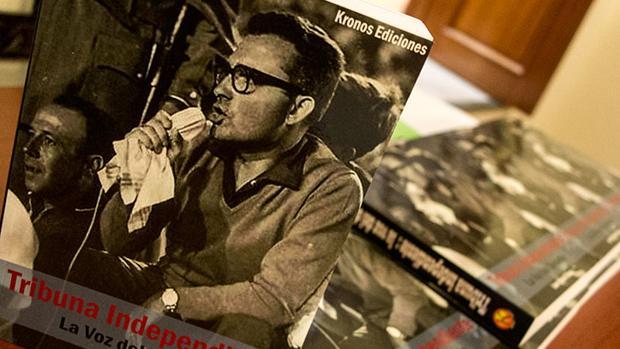 El periodista Francisco García Montes, en la porada de un libro sobre su vida