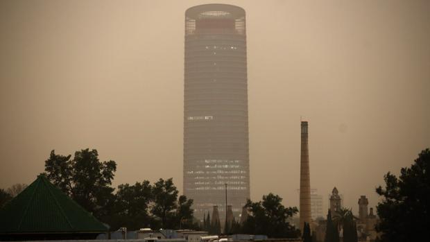 El fenómeno conocido como «lluvia de sangre» permanecerá en Sevilla hasta mañana