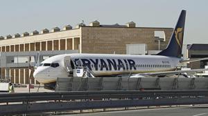 Un avión de Ryanair en Sevilla