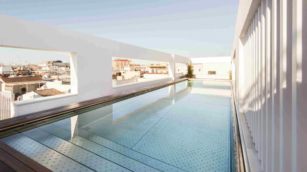 En la cubierta del hotel Mercer se ha hecho una piscina