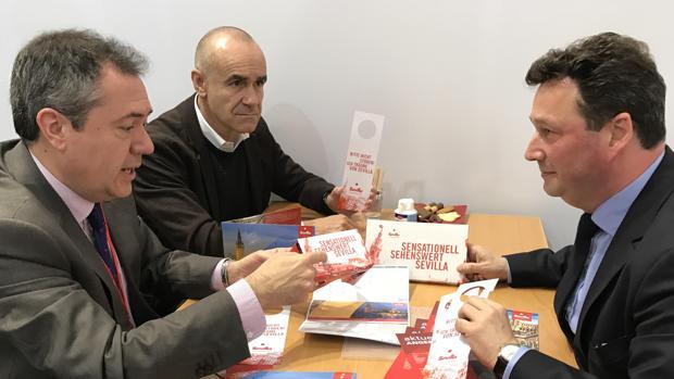 El alcalde de Sevilla, Juan Espadas, en la ITB de Berlín