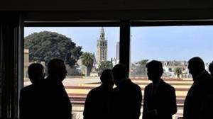 Los empresarios acusan a la Junta de Andalucía y al Gobierno de dejar morir el dragado del Guadalquivir