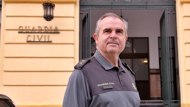 El nuevo general jefe de la Guardia Civil en Andalucía, Manuel Contreras, en el cuartel de Eritaña