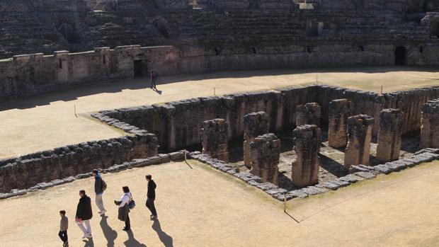 Vistas del anfiteatro de Itálica, donte tiene lugar una escena de la nueva temporada de «Juego de Tronos»