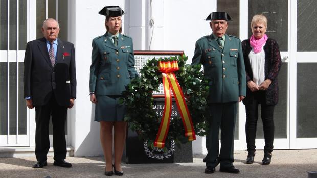 Acto de inauguración del monolito instaurado en el cuartel de la Guardia Civil de Montequinto