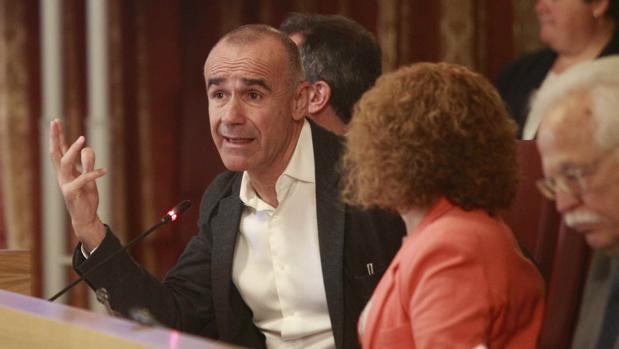 El concejal delegado de Hábitat Urbano, Cultura y Turismo, Antonio Muñoz, en el pleno de este viernes