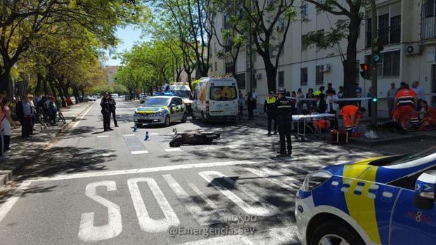 La Policía Local de Sevilla y los servicios de emergencias sanitarias atienden a los heridos