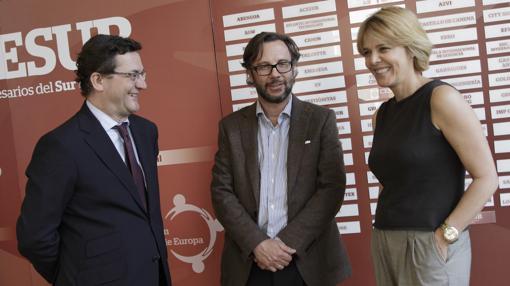 Ignacio Calderón, entre Fernando Seco y María de los Ángeles Roddríguez de Trujillo