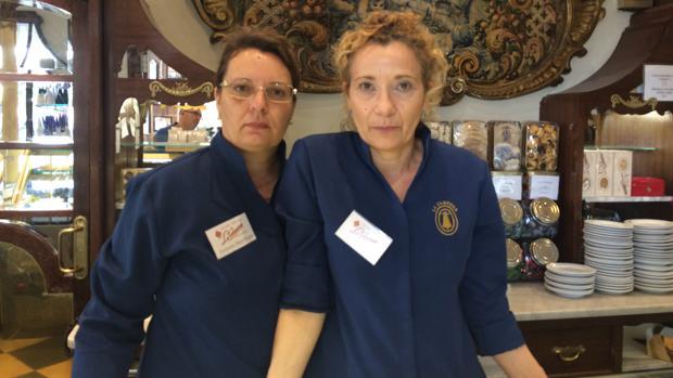 Dolores Martínez e Isabel Arenas, trabajadoras de la confitería La Campana