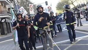 El Sindicato Andaluz de Bomberos (SAB) durante una protesta