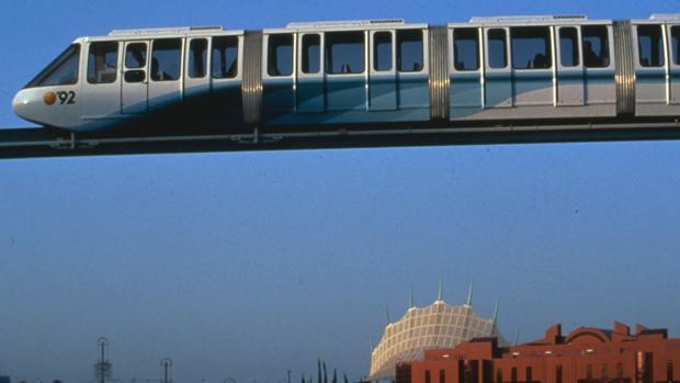 El monorrail que transportaba a los visitantes durante la Expo '92 de Sevilla