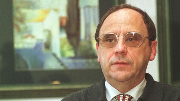 El catedrático de la Universidad de Sevilla y exdecano de la Facultad de Ciencias de la Educación Santiago Romero