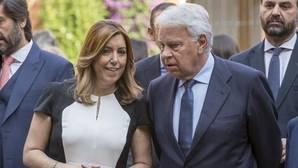 Susana Díaz, junto a Felipe González, durante el acto conmemorativo del AVE