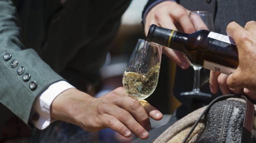 Una copa de manzanilla en la Feria