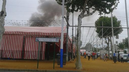 Sofocado un incendio en una caseta de la calle juan for Servicio tecnico jane sevilla calle feria