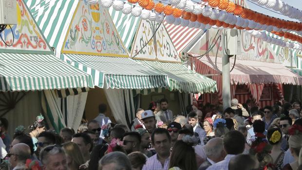 La Feria de Abril de Sevilla cuenta con casetas pivadas y de acceso público