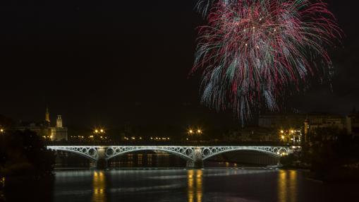 Los fuegos artificiales desde el puente de Triana