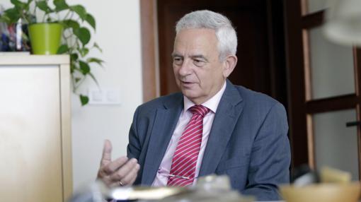 Los hoteleros de Sevilla, representados por Manuel Cornax, apoyan la ampliación de la Feria de Sevilla y rechazan la tasa turística si su fin no es la promoción turística