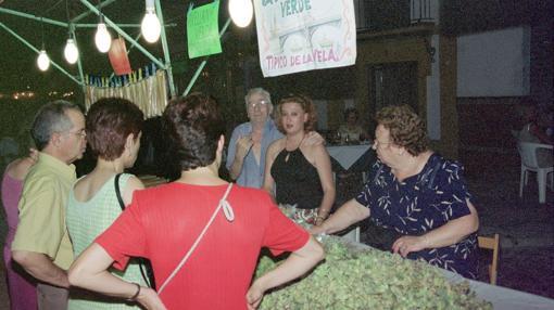 Carmela con su marido y su sobrina en La Velá de 2001