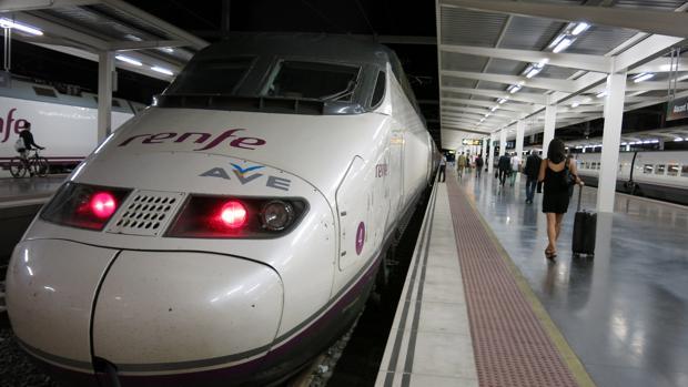 Un tren AVE en la estación