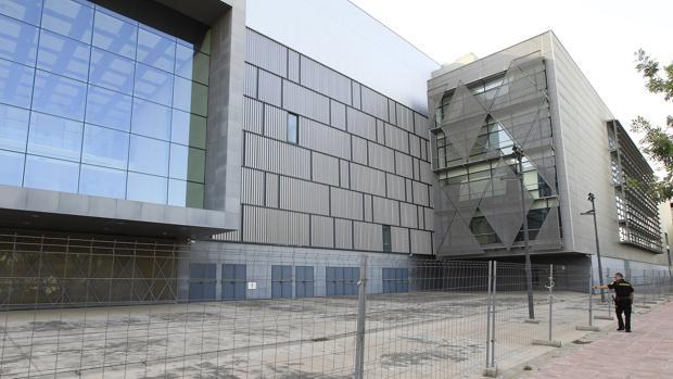 El teatro de la SGAE en la Cartuja está actualmente vallado