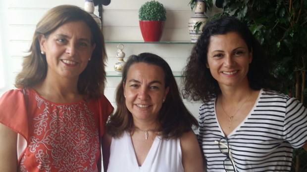De izquierda a derecha, Emilia Rosales, Begoña Escribano y María Enrile, fundadoras de la asociación