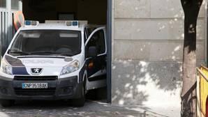 Un furgón policial llegando este jueves a los Juzgados de Sevilla