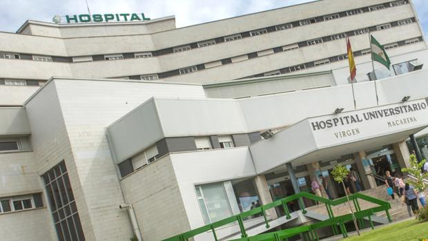 Vista del Hospital Virgen Macarena, donde se encuentra hospitalizado el bebé