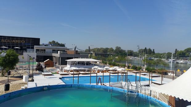 Sevilla estrena su playa en el Muelle de las Delicias
