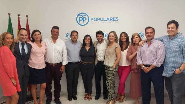 El Grupo municipal del PP, con la presidenta Virginia Pérez en el centro