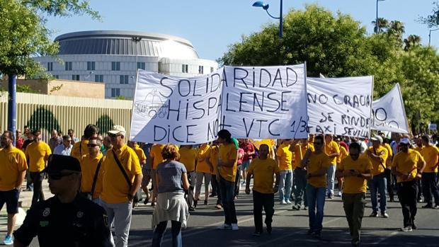 Manifestación de taxistas en la isla de la Cartuja