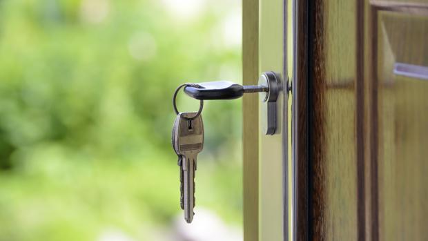 Es recomendable instalar una cerradura que disponga al menos de tres puntos de anclaje