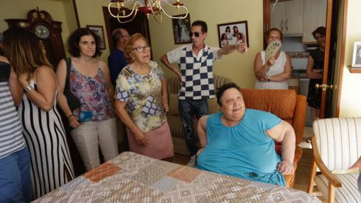 Los vecinos arropan a Esperanza Suárez