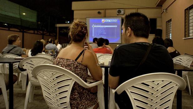 Cine de verano en un distrito de Sevilla