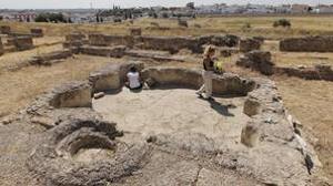 Excavación en la Casa de la Cañada Honda, con el «stibadium» en primer término