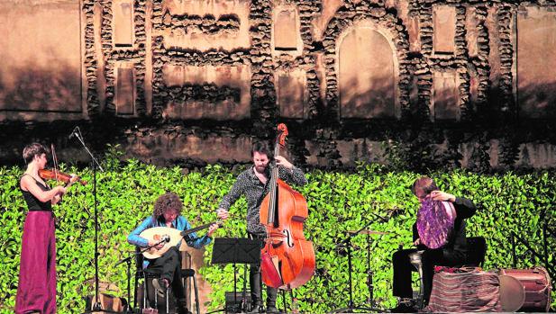 El público sigue fiel a esta cita musical que se ha convertido en un clásico de las noches de verano en Sevilla