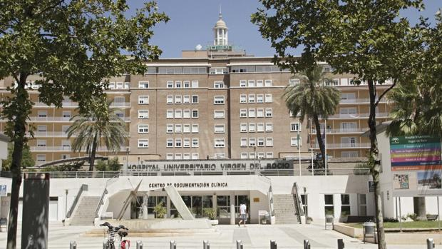 La mujer se encuentra ingresada en el hospital Virgen del Rocío
