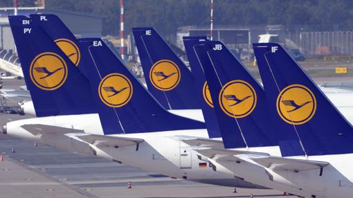 Varios aviones de la aerolínea Lufthansa que da nombre al grupo