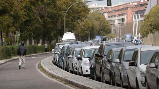 Coches aparcados en la calle Torneo