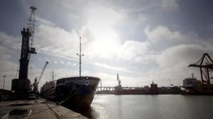 Varios barcos atracados en el Puerto de Sevilla